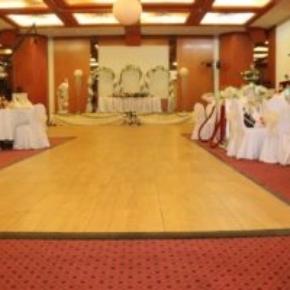 SnapLock Plus Maple style aisle and flooring at this indoor wedding venue
